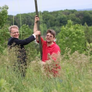 Bob VE3IRB and Clint VA3KDK make the final adjustments to putting up the antenna.